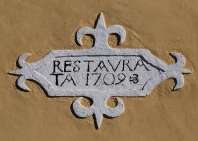 Particolare della data del restauro esterno